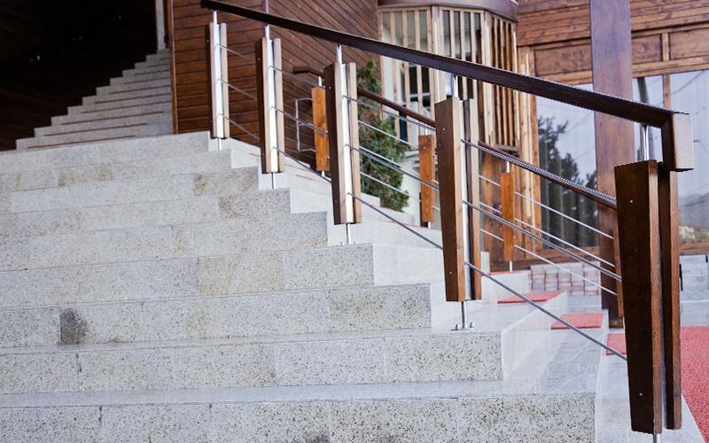 Decorațiuni din lemn masiv - Balustrade din lemn masiv